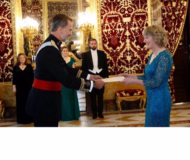 El Rey recibe las cartas credenciales de la embajadora de Irlanda