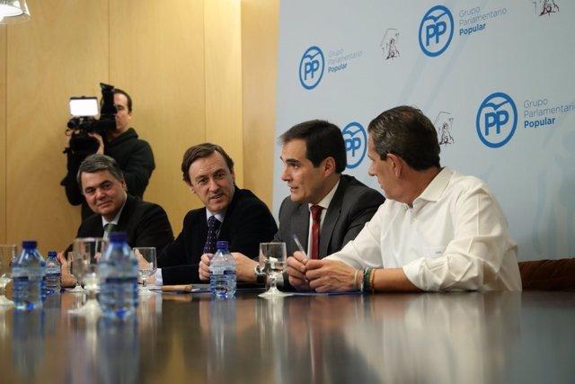 Jose Antonio Nieto, con Rafael Hernando y Carlos Rojas