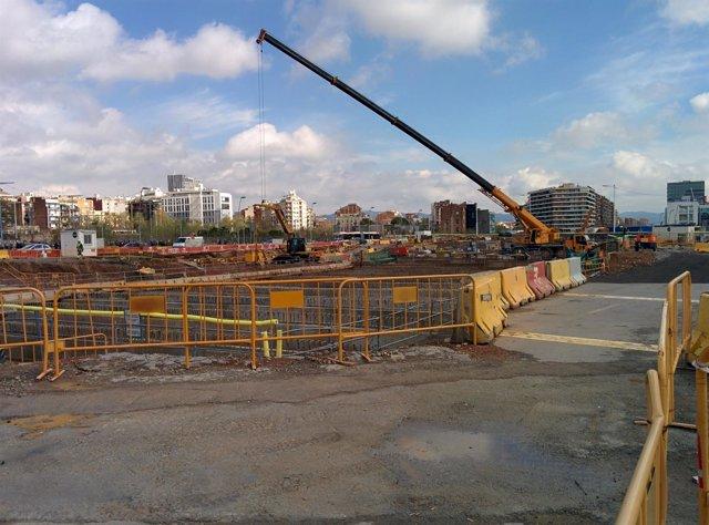 Obras de construcción de la nueva plaza de Glòries, en Barcelona