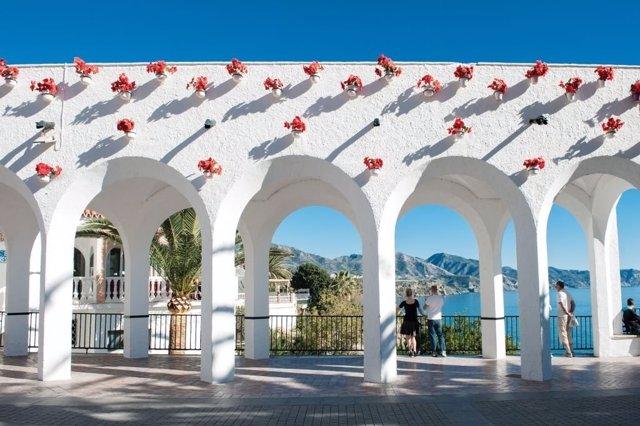 Balcón de Europa Nerja pueblo blanco mar sierra axarquía encanto turismo turista