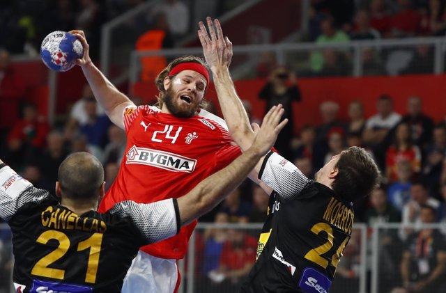 Mikkel Hansen, de la selección danesa, ante España en el Europeo de balonmano