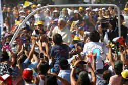 EL PAPA INVITA A LOS JOVENES EN CHILE A CAMBIAR LA SOCIEDAD: MADURAR NO ES ACEPTAR LA INJUSTICIA