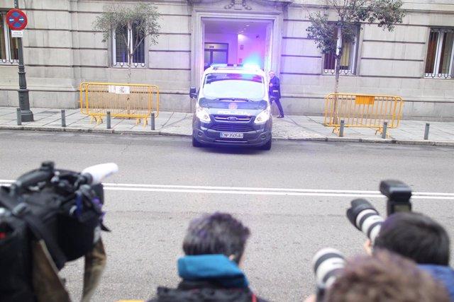Junqueras llega en furgón de la Policía al Tribunal Supremo