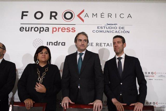 Íñigo de la Serna presenta a la ministra de Comercio colombiana en Foro América