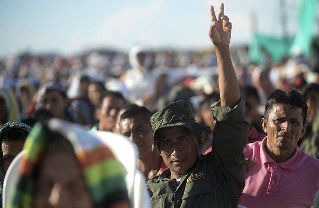 Miembros de las FARC durante la retransmisión del acuerdo de paz en 2016