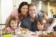 Proyecto cenas en familia, la iniciativa de Harvard para unir en torno a la mesa