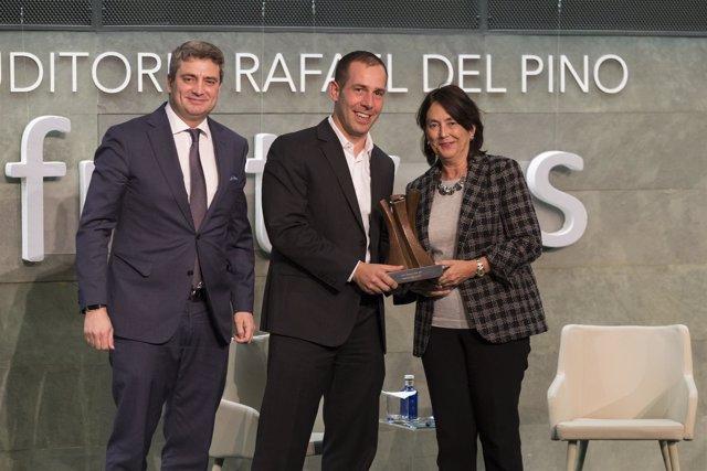 Javier Oliván (Facebook) recibe el premio Liderazgo Joven 2017