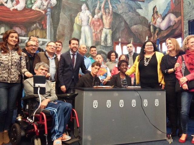 El Cabildo de Tenerife pone en marcha un proyecto para que personas con discapacidad se comuniquen a través de tablets