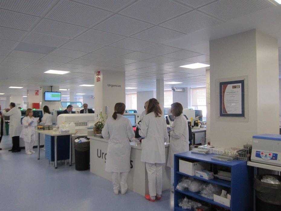 Foto: El Complejo Hospitalario de Jaén robotiza sus laboratorios para mejorar tiempos de respuesta (Europa Press)