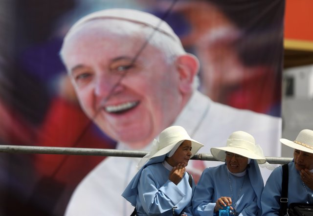 Nuns wait for Pope Francis to arrive, in Lima, Peru January 18, 2018.  REUTERS/P