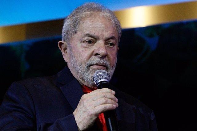 Lula da Silva exponiendo su candidatura