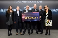 El Barça dona al SJD Cancer Pediatric Center 350.500 euros (FC BARCELONA)