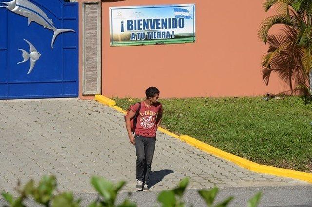 Joven hondureño deportado desde México