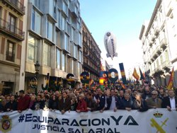 MILES DE POLICIAS Y GUARDIAS CIVILES SE MANIFIESTAN EN BARCELONA POR LA EQUIPARACION SALARIAL