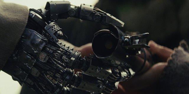 Rian Johnson explica el misterio de la mano robótica