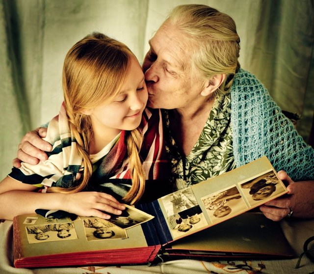 Recuerdos, abuela y nieta, foto, álbum, enfermedades hereditarias
