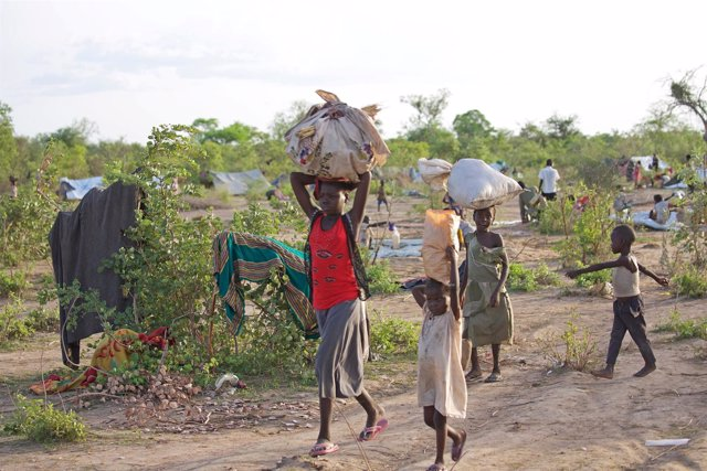 Refugiados sursudaneses llegan a Darfur (Sudán)