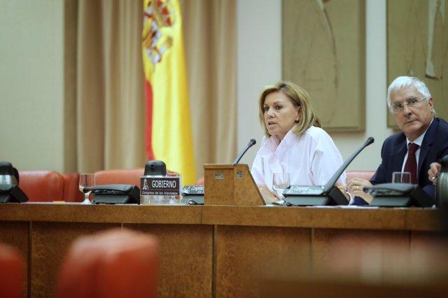 María Dolores de Cospedal, ministra de Defensa, compareciendo en comisión