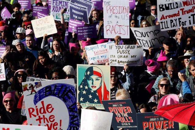 Participantes en la Marcha de las Mujeres en Las Vegas