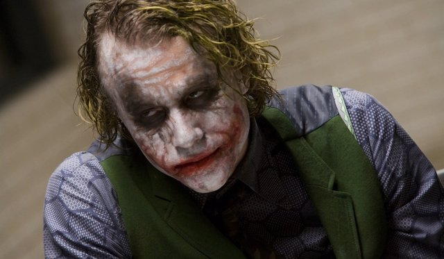 Heath Ledger es Joker en El caballero Oscuro