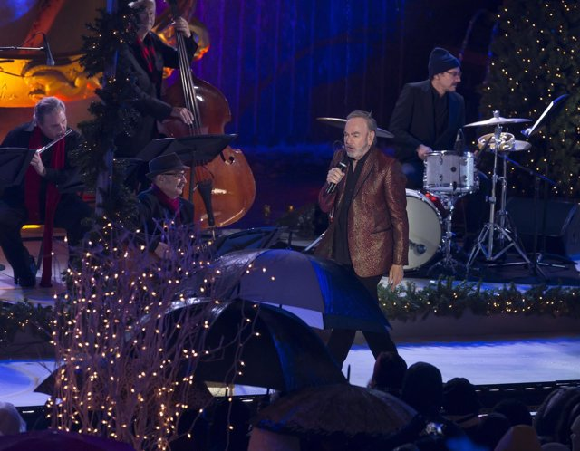 Neil Diamond at a public appearance for 84th Annual Rockefeller Center Christmas