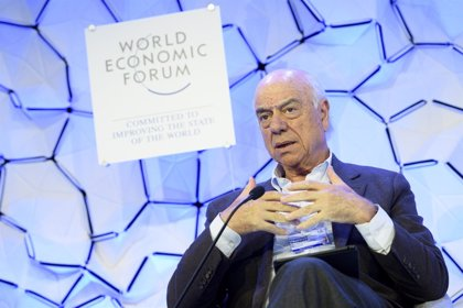 """González (BBVA) afirma en Davos que Occidente """"tiene que despertar"""" para competir con China"""