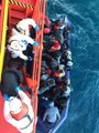 Rescatados 32 varones y dos mujeres de una patera a 16 millas de la isla de Alborán, trasladadas a Motril (Granada)