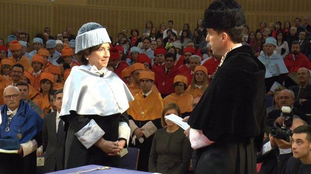 La periodista Victoria Prego, doctora honoris causa por la URJC