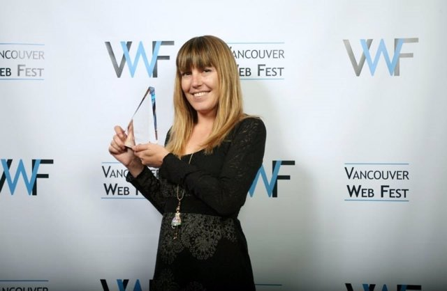 Ana Ramón Rubio recoge el premio en el Vancouver Web Fest de 2014