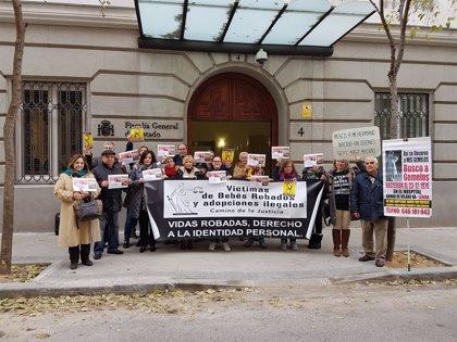 """El PSOE traslada a asociaciones de bebés robados su apoyo para """"esclarecer"""" los casos"""