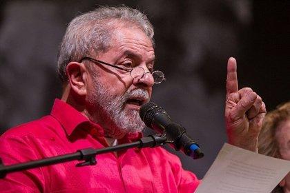 Un juez brasileño prohíbe salir del país a Lula da Silva