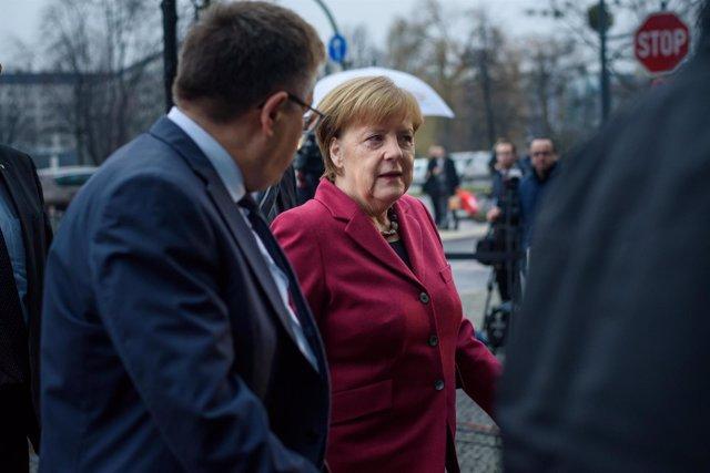 Angela Merkel a su llegada a las negociaciones de Gobierno