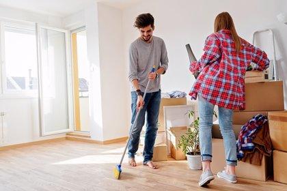 Si te duele la espalda, así es como debes limpiar tu casa