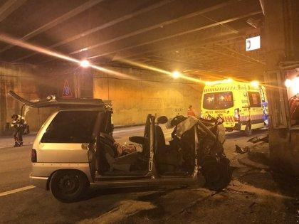 Herido grave al colisionar contra el muro de uno de los túneles de la AP-6 en Guadarrama