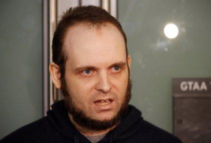 El canadiense liberado tras cinco años secuestrado en Afganistán será sometido a 60 días de evaluación psiquiátrica