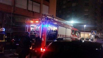 Bomberos de Camargo sofocan un incendio en una vivienda de la calle Eulogio Fernández Barros