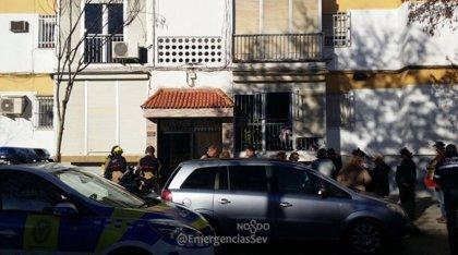 Desalojado un bloque de viviendas en Sevilla por un incendio de contadores