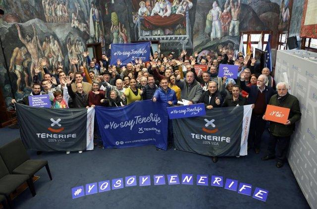 Resultado de imagen de Los grupos del Carnaval de Santa Cruz reciben 74.000 euros por la promoción de Tenerife