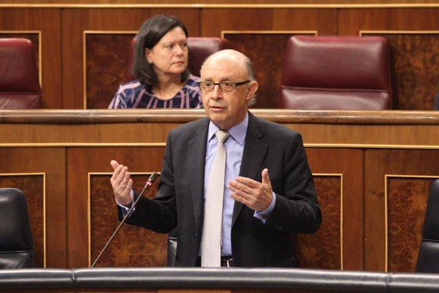 Cristóbal Montoro, ministro de Hacienda, en la sesión de control