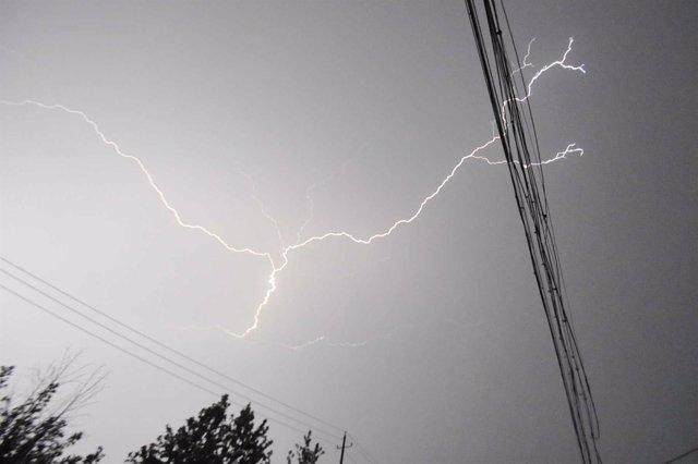 Rayo, tormenta