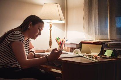 El sacrificio de estudiar por la noche: un menor rendimiento diurno