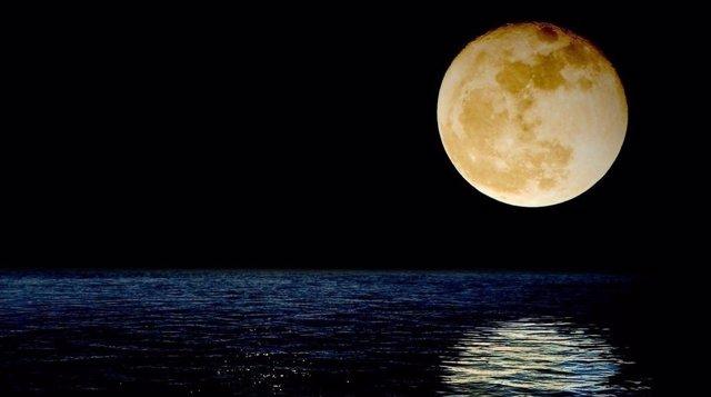 Agua en el interior de la Luna