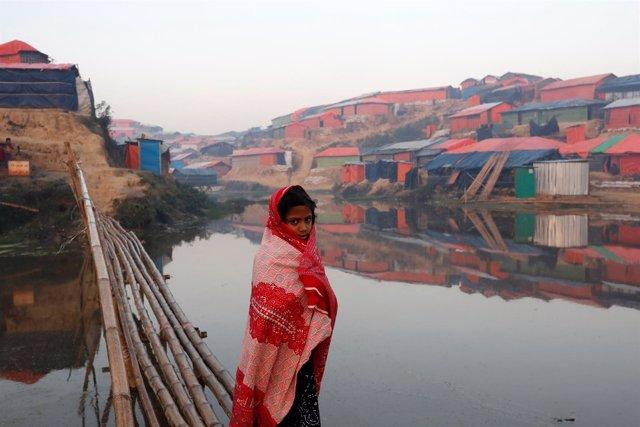 Una niña refugiada rohingya en Bangladesh