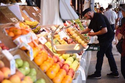 Los españoles gastan un 9% menos en pan y bollería, pero elevan en un 2% el gasto en fruta y verdura