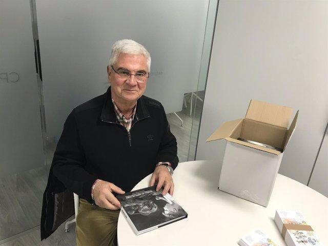 García de Jalón recibe el libro sobre los orígenes del Grupo San Valero