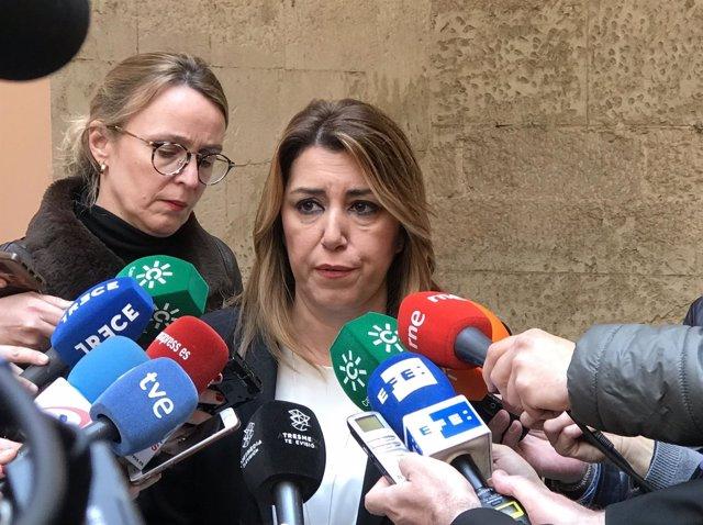 La presidenta de la Junta, Susana Díaz, atiende a los medios