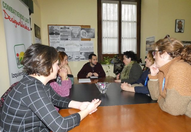 González Rojas reunido con los trabajadores afectados.