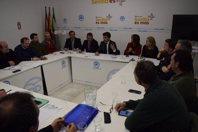 Beltrán Pérez reunido con los sindicatos.