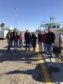 Dirigentes del PSOE de Huelva, con el sector pesquero.