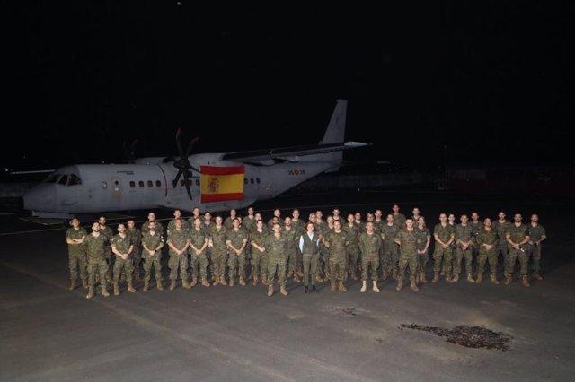 La ministra de Defensa, María Dolores de Cospedal, visita a las tropas en Gabón